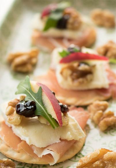 <div>Voorgerecht:</div> Minicracker met ham, brie, walnoten en 100% Appel Fruitstroop